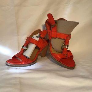 FRYE Women's Mandy T-Strap Sandal